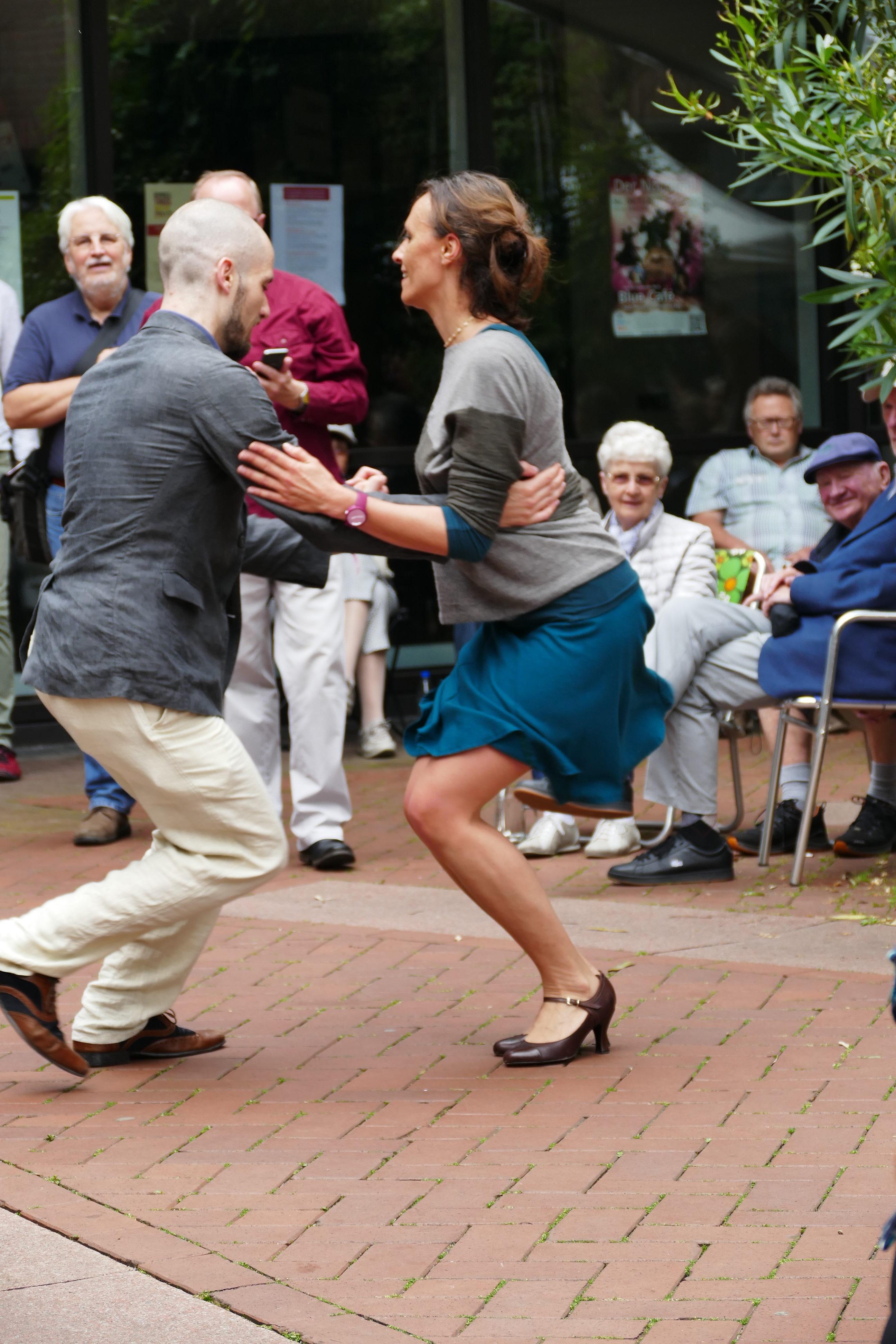 Tanz neben der Bühne